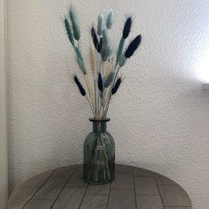 Bursting Black and Blue - Droogbloemen in vaas